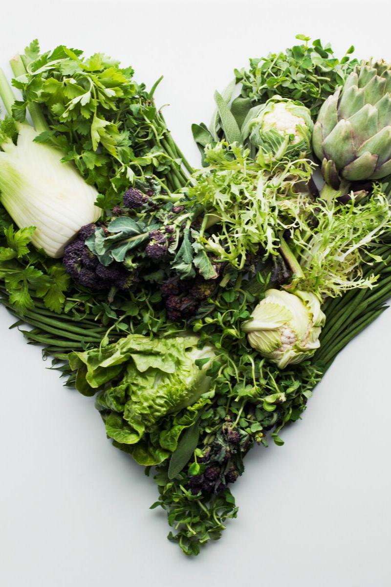 Composizione verdure a forma di cuore